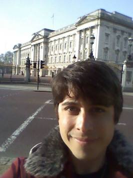 Selfie in front of Buckingham Palace